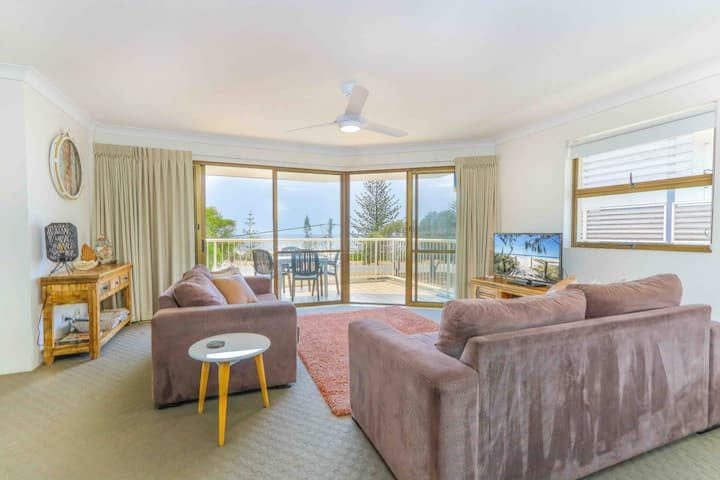 Renovated Holiday Unit With Ocean Views