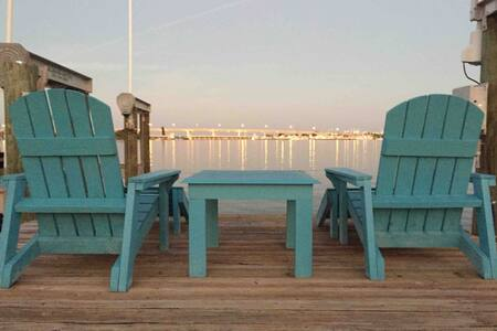 Blue Mind - Waterfront Home Guest House w/Dockage