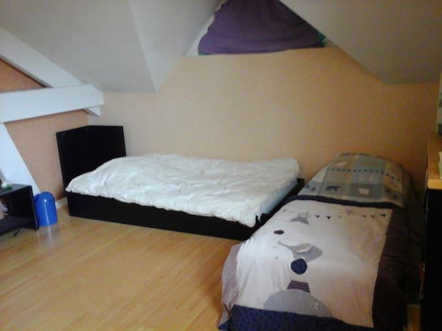 2 chambres avec salle de bains et WC  indépendants - Grandfontaine - Haus