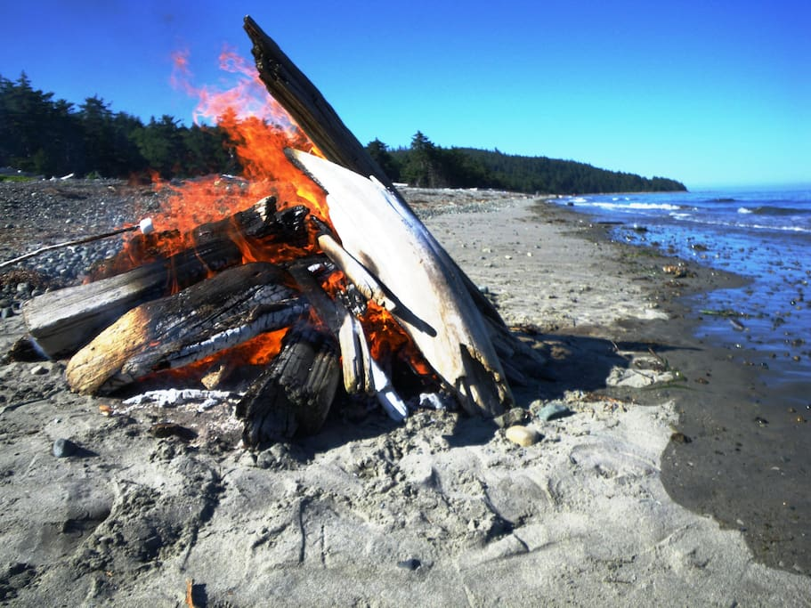 Have a campfire below the high tide line and enjoy the rhythmic crashing of the waves as you search the beach for local treasures, such as agates, shells, and the elusive glass ball.