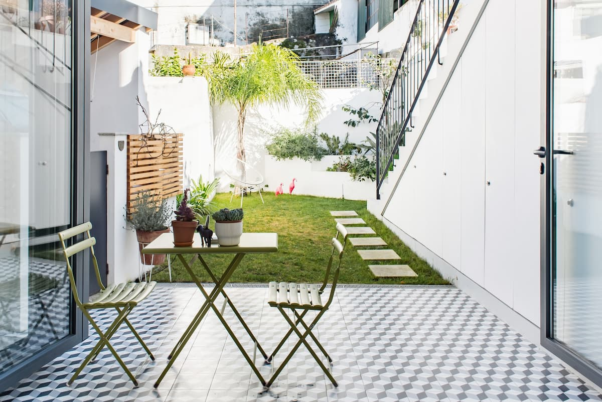 Redesigned Historical Home ‒ Green Patio in Old District