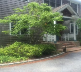 Private Room with Deck - East Hampton - Bed & Breakfast