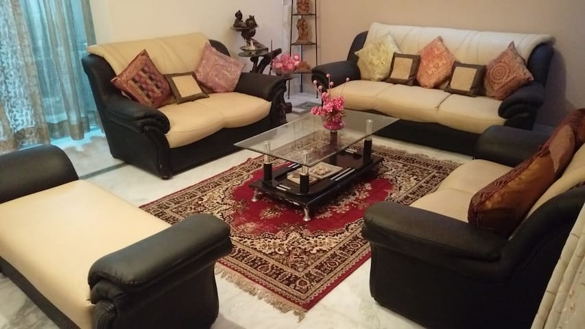 Quiet peaceful home in Gomtinagar