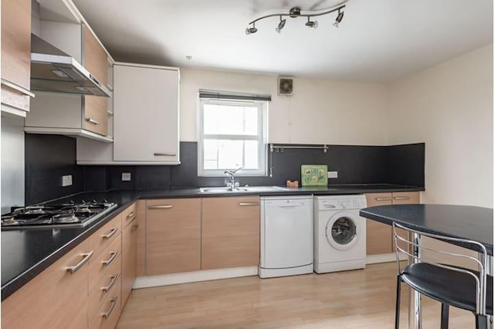 Double En-Suite, cosy apartment close to Edinburgh