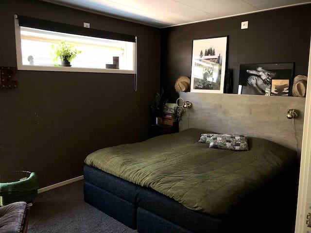 Sovrum 1 - master bedroom.