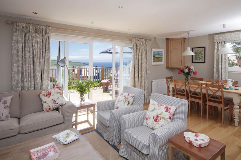The sitting room with wonderful sea views