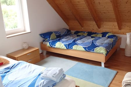 Gästezimmer mit Wohnbereich - Waldweihnachtsmarkt - Casa
