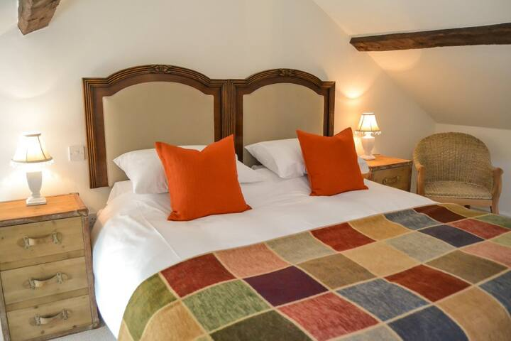 Bang in Wells, Hayloft Bed and Breakfast Room