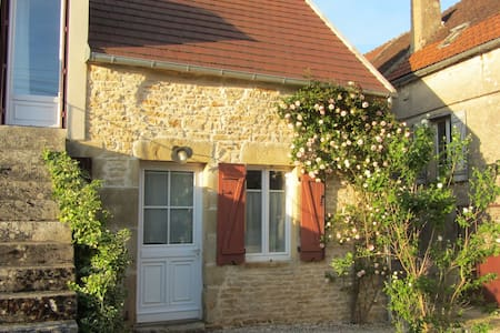 Les petits vergers près de Vézelay - Montillot - House
