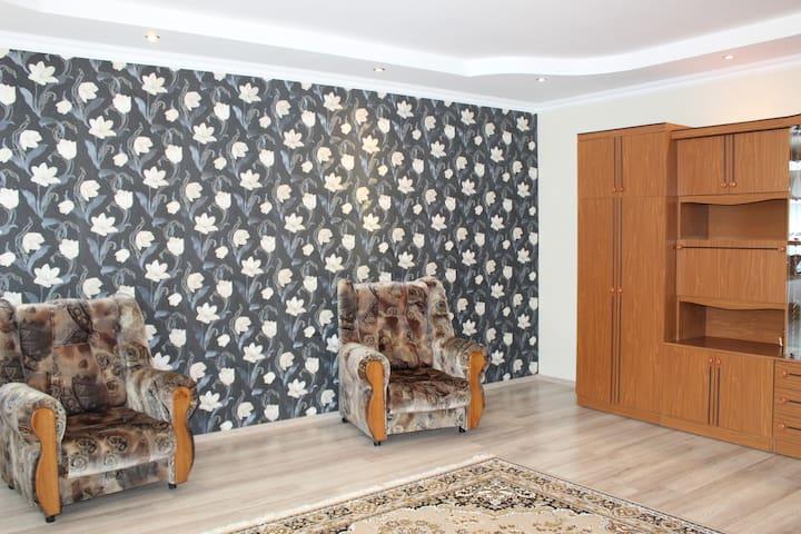 Спальня в в современном стиле - один раскладной диван и два раскладных кресла