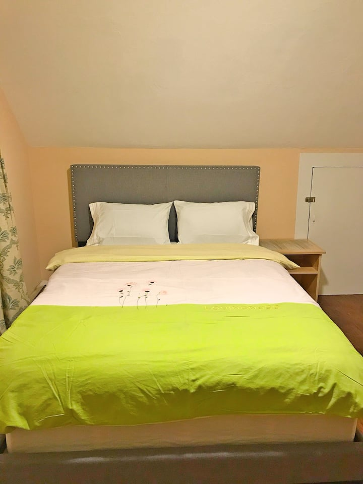 New private room with queen size bed #5