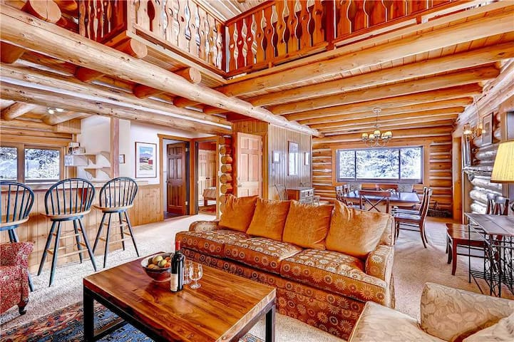 Gorgeous Log Cabin in Alta with Outdoor Hot Tub and Wood Burning Fireplace - The Cabin