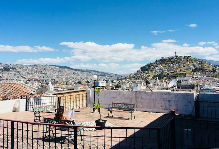 Amazing view! Apartamento remodelado Centro Quito