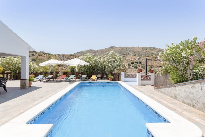 "Air-Conditioned Holiday Home ""Cortijo Anavama"" with Mountain View, Garden, Pool & WiFi; Parking Available"