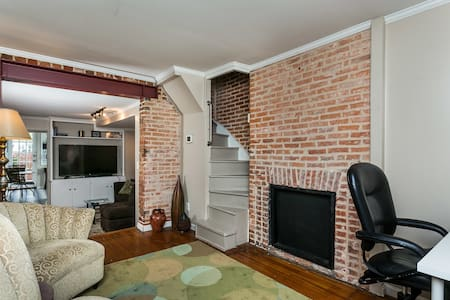 Fed Hill Townhouse - 1 Block From Inner Harbor! - House