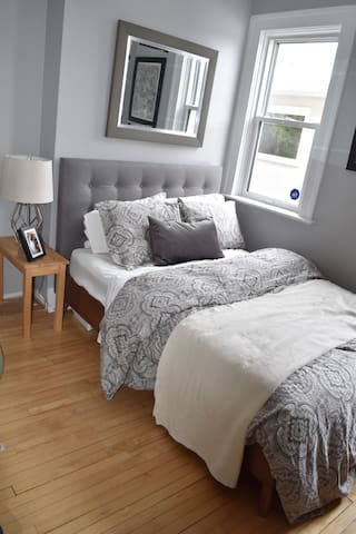 Private Bedroom, Character Home near Park/Airport - Winnipeg - Casa