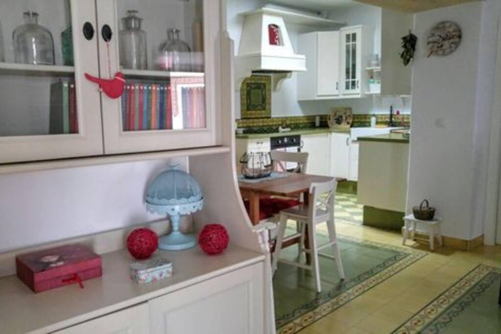 Cuando viajo me gusta que estemos juntos. Con este espacio abierto es lo que buscaba: ningún cociner@ recluido en la cocina!