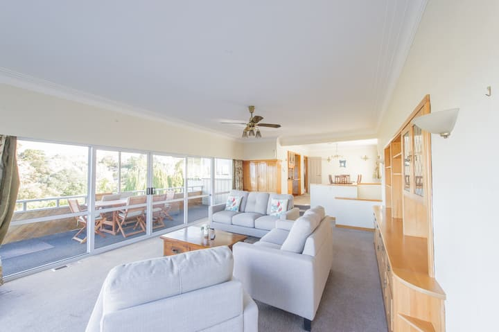 Remuera - Large, spacious, cosy home!