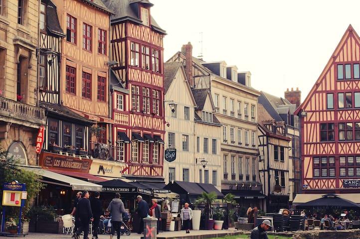 Restaurants, shopping, sites incontournables : votre guide de Rouen !