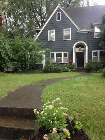 Charming house in convenient location - Shaker Heights - Apartamento