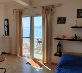 Η θάλασσα/Παραλία Ακράτας