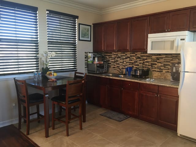 Lux Suite with Private Entrance - Rancho Cucamonga
