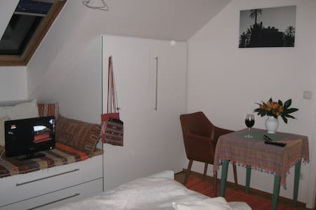 PRIVAT ROOM + NATURE near CITY & DOEMENS AKADEMIE - Gräfelfing
