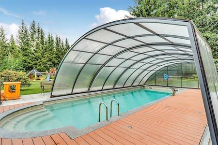 Gemütliches Ferienhaus mit Swimmingpool in Jägersgrün
