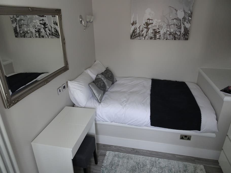 The bed is a small double and is perfect for individuals travelling alone with work, but we often have couples stay too.