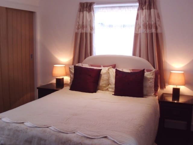 Yar BnB   En-suite Room 1