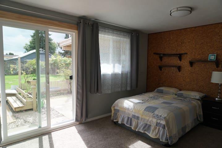 Cozy quite guest room