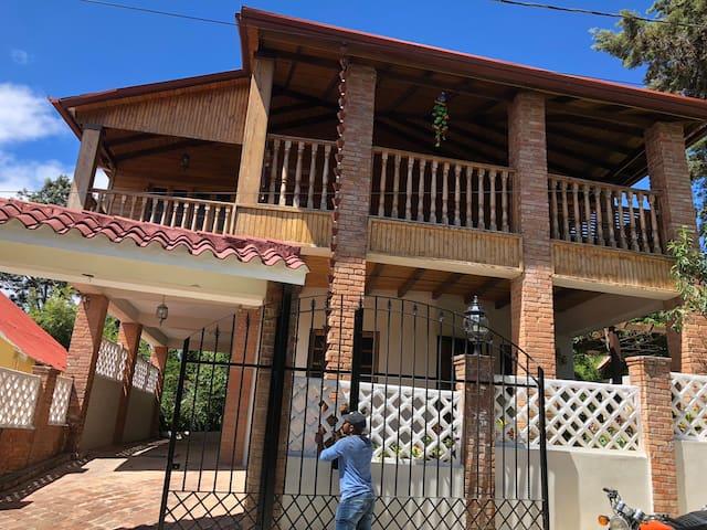 Casa de 3 pisos en Constanza