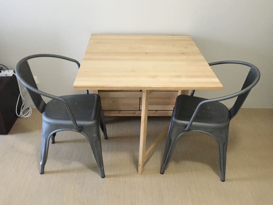 Dining set for 2. Table can be extended for more space.