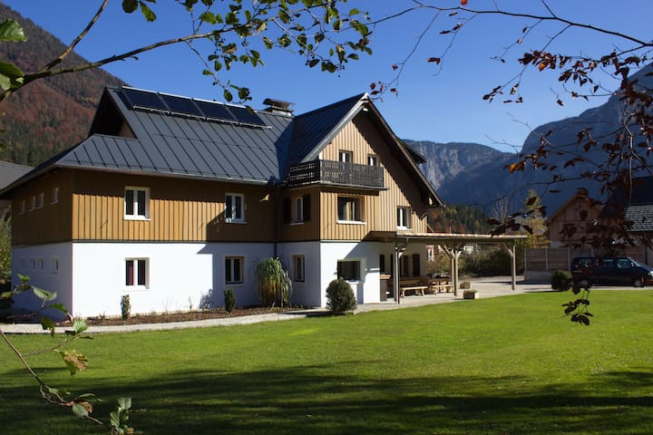Landhaus am See:  großzügige Ferienwohnung 195 qm - Obertraun - Hus