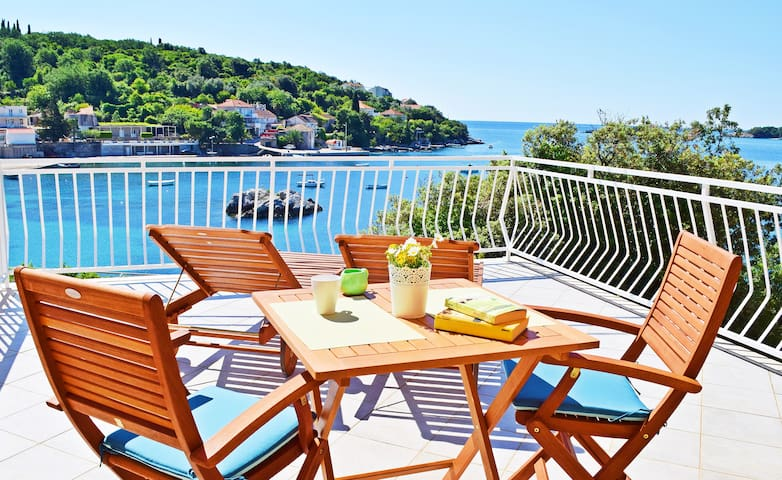 Villa Ana - cozy apartment with sea view terrace