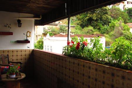 Lindo Quarto com terraço  no Bairro  Santa Teresa - Rio de Janeiro