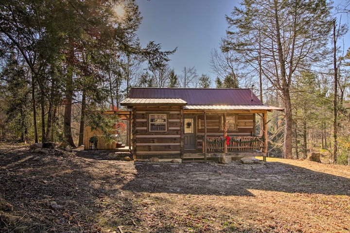 Peaceful Caney 'Creekside Hideout' Cabin w/Hot Tub