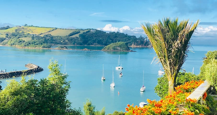 One of our epic views of this tranquil bay i n which the tides move to & fro , birdlife & boatlife ( including sleek ferries ) cruise by ...