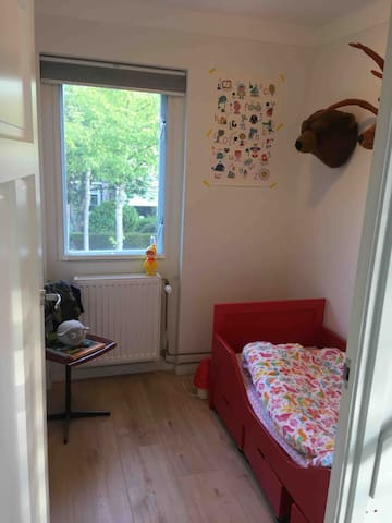 Bedroom front of the house. Bed for a child up to seven years. 160 cm long