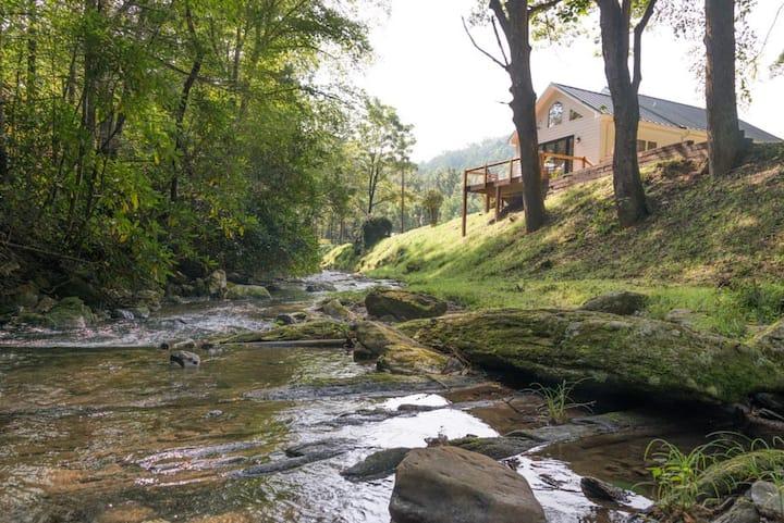 Jarrett Creek Cottage | Scenic, creek-side cottage - 3 Bedroom, 2 Bathroom