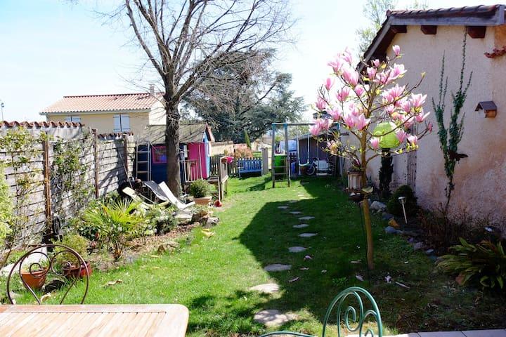 Maison dans le Beaujolais, idéal famille nombreuse - Odenas - Maison