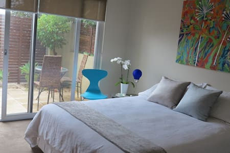 Relaxing foothills stay 15 min to CBD - Torrens Park - Bed & Breakfast