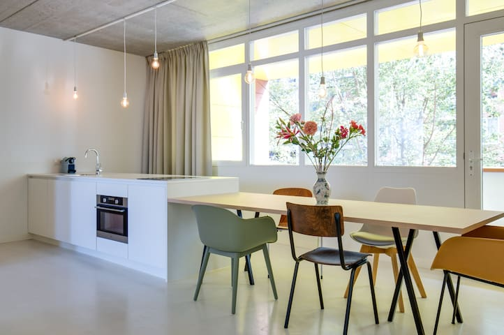 Industrial and spacious APT | Near city center A4 - Amsterdam - Appartement