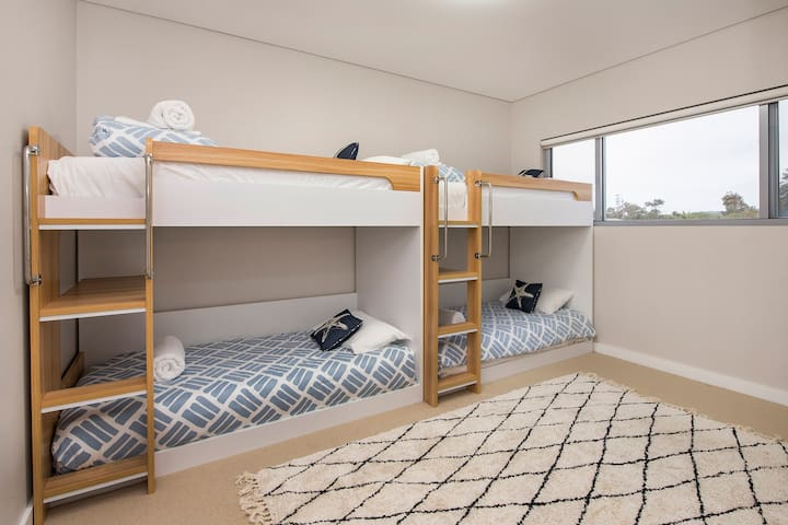 Bedroom 4 with 2 x bunks