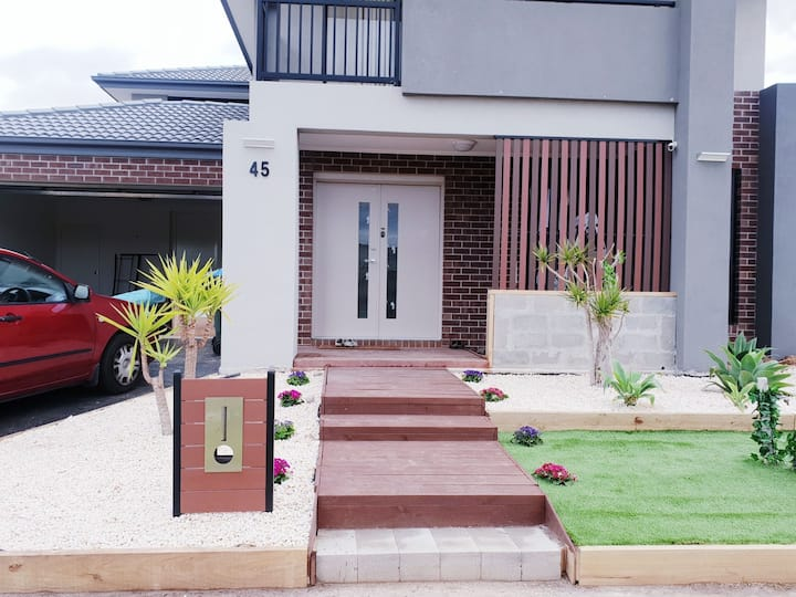 Beautiful private bedrooms in House, 25min to CBD