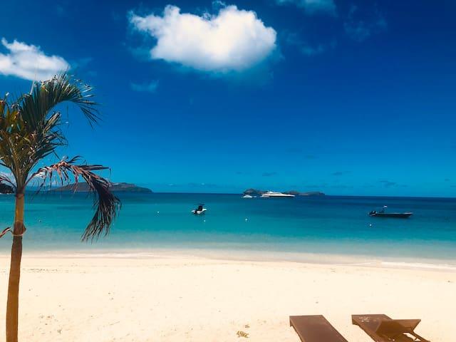 EDEN ROC Beachfront villa on the white sand 4BD