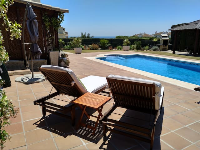 ALCAIDESA-PLAYA,piscina privada ,gimnasio