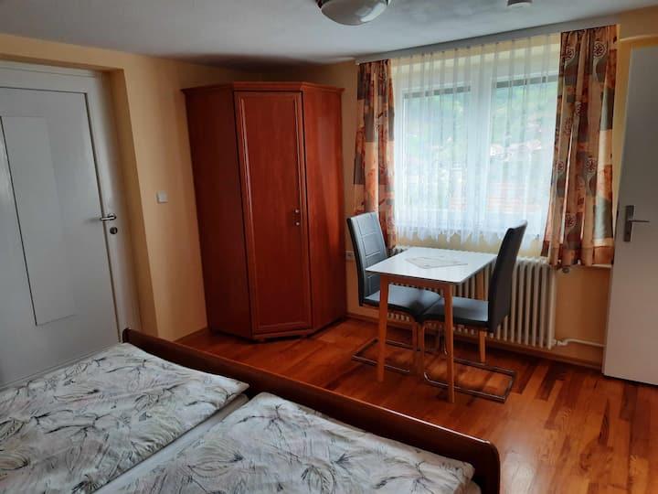"""Haus """"am Schroffen"""", (Ottenhöfen-Furschenbach), Kleine Ferienwohnung, 40qm, 1 Schlafzimmer, max. 2 Personen"""