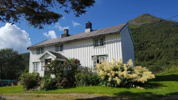 Gammelstua på Storsæter Gård på Engeløya i Steigen