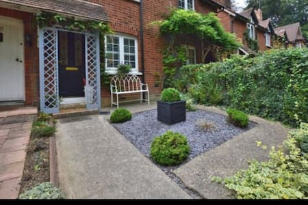 Charming 2 bed cottage in Stansted Mountfichet